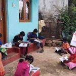 கோத்தகிரியில் மாணவர்களின் வீடுகளுக்கே சென்று பாடம் கற்பிக்கும் ஆசிரியைகள்